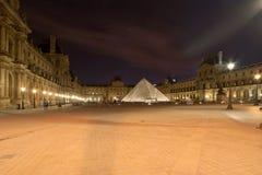 Louvreslotten (vid natt), Frankrike Royaltyfri Foto