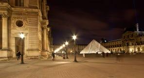 Louvreslotten (vid natt), Frankrike Royaltyfria Bilder
