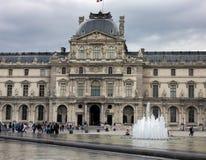 Louvreslottmuseet i Paris, Frankrike, Juni 25, 2013 royaltyfria foton