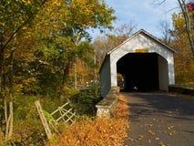 Loux abgedeckte Brücke 4 Stockfotografie