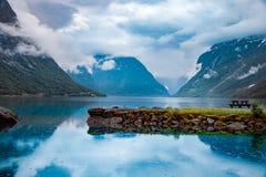 Природа Норвегия озера Lovatnet красивая стоковые изображения