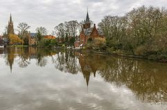 Love湖反射在布鲁日,比利时 免版税库存照片