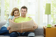 Love couple reading news Royalty Free Stock Photos