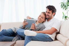 In love couple using a tablet computer Royalty Free Stock Photos