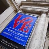 €œLove de la exposición El arte contemporáneo resuelve el  de Amour†en Chiostro del Bramante, Roma Fotografía de archivo libre de regalías
