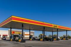 Love' exterior e sinal do posto de gasolina de s Fotos de Stock Royalty Free