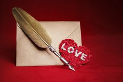 Free Love Letter Envelope And Quill Royalty Free Stock Photography - 108764867