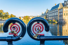 Love locks near the Hague's binnenhof hofvijver stock photography