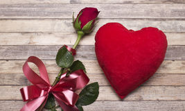 Love.Red roses, an engagement ring and heart. Royalty Free Stock Photos