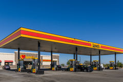 Love S Gas Station Exterior And Sign Royalty Free Stock Photos