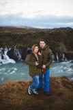 Love Story à la cascade de l'Islande Images libres de droits