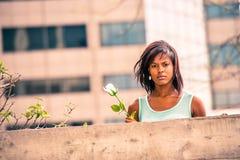 Love Story sobre a mulher afro-americano que falta o com r branco Imagens de Stock Royalty Free