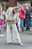 LoveBomb Gå-går musikbandet för marschen för Portland Oregon ` s royaltyfri bild