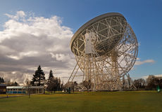 The Lovell Telescope. When it was built at Jodrell Bank in 1957 the Lovell telescope at 250 feet diameter was the largest steerable dish radio telescope in the Stock Photography