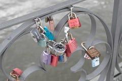 Lovelocks на мосте Eiserner Steg в Франкфурте, Германии Стоковые Изображения RF