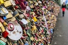 Lovelocks на мосте Hohenzollern в Кёльне Стоковая Фотография