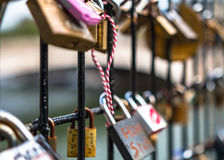 Lovelocks entlang der Seine in Paris Stockfotografie