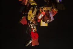 Lovelocks iluminou na noite Fotos de Stock Royalty Free