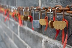 Lovelocks sur la Grande Muraille de la Chine Photos stock