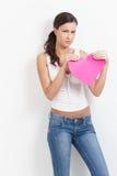 Lovelorn vrouw met document hart Royalty-vrije Stock Afbeeldingen