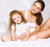 Lovely beautiful mom and daughter Royalty Free Stock Photos