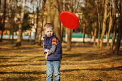 The lovely boy playing frisbee Royalty Free Stock Photography