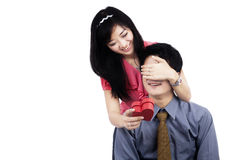 Lovely couple holding gift box Royalty Free Stock Photos