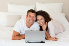 Lovely couple looking at their laptop Royalty Free Stock Photos