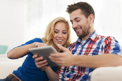 Lovely couple with tablet Royalty Free Stock Photography
