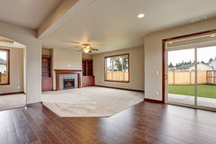 Lovely unfurnished living room with carpet. Royalty Free Stock Photos