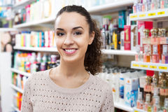 Lovely young brunette in beauty store Royalty Free Stock Images