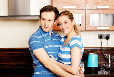 Lovely young couple standing in kitchen Royalty Free Stock Photography