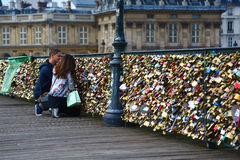 Lovers and padlocks on pont des arts, Paris Stock Photos
