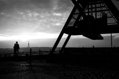 Lovers standing at the Prague Metronome, black and white Royalty Free Stock Photography