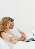 Lovers watching a movie on their laptop Royalty Free Stock Photography