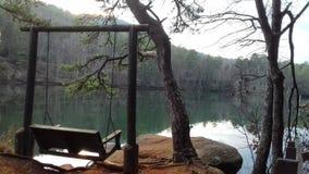 Loveseat por el lago imágenes de archivo libres de regalías