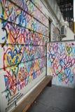 Lovewall-Wandgemälde der blutenden Herzen durch Künstler JGoldcrown in Soho in Manhattan Lizenzfreie Stockfotografie
