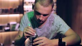 Lovez les pièces de rechange d'atomiseur pour le réservoir ou le vaporisateur ou l'e-cigarette de subtank Vaper d'homme clips vidéos