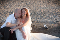Loving. A groom and bride sitting on the beach Royalty Free Stock Images