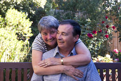 Loving couple on a bench Royalty Free Stock Photos