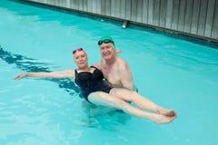 Loving mature couple enjoying in swimming pool Royalty Free Stock Photos