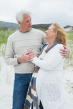 Loving senior couple at the beach Royalty Free Stock Photography