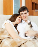 Loving young couple with kitten Royalty Free Stock Photography