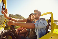 Loving young couple on a road trip Royalty Free Stock Photos