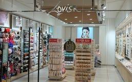 Lovisa金银手饰店fornt Lovisa是时尚首饰以成衣价格 库存照片