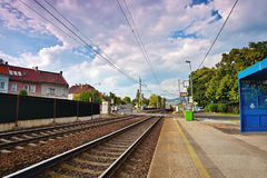 Lovosice, republika czech - Lipiec 05, 2017: pociąg towarowy biega sztachetową stacją wymieniał Lovosice - mesto w Dlouha ulicie Fotografia Royalty Free