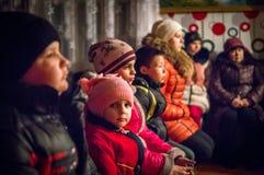 Lovsånger för jul 8 Januari 2016 i den Kaluga regionen (centrala Ryssland) Royaltyfria Bilder
