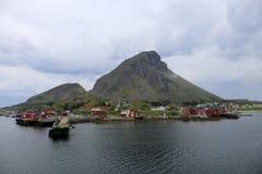 Lovund en norsk ö Arkivfoton
