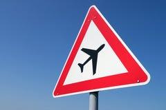 Low-flying vliegtuigen royalty-vrije stock fotografie