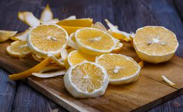 Low key lemons. Some sliced lemons on a wooden cutting board close-up in low key Royalty Free Stock Photos